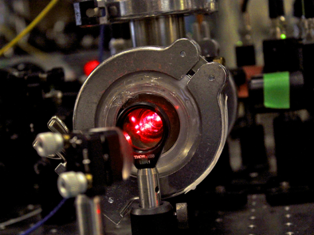 Физики охладили целые молекулы до рекордно низких температур