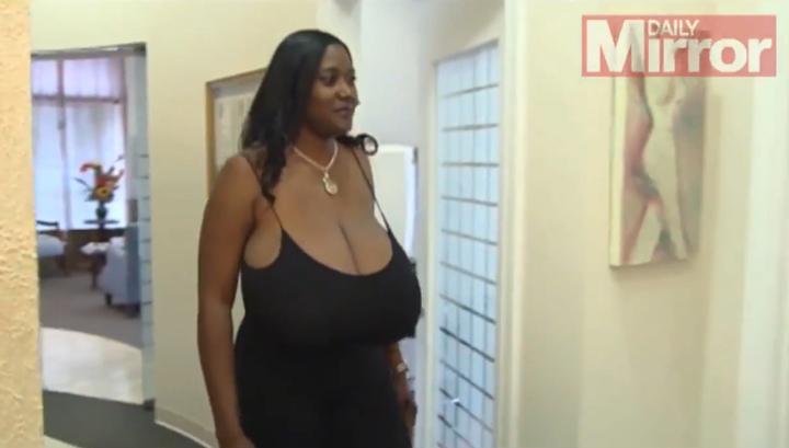 мужчина с самой большой грудью:
