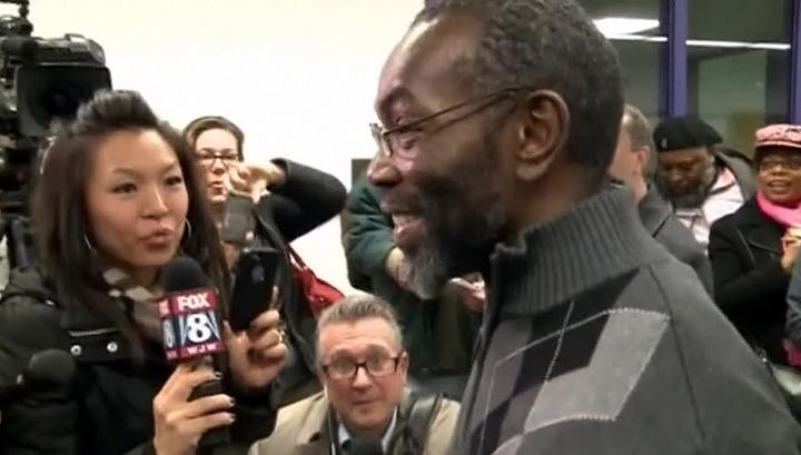 В США после 39 лет тюрьмы вышел на свободу осужденный по ошибке