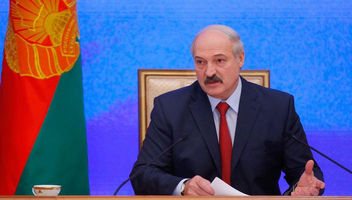 """Лукашенко будет """"держать порох сухим"""" из-за возможности новой холодной войны"""