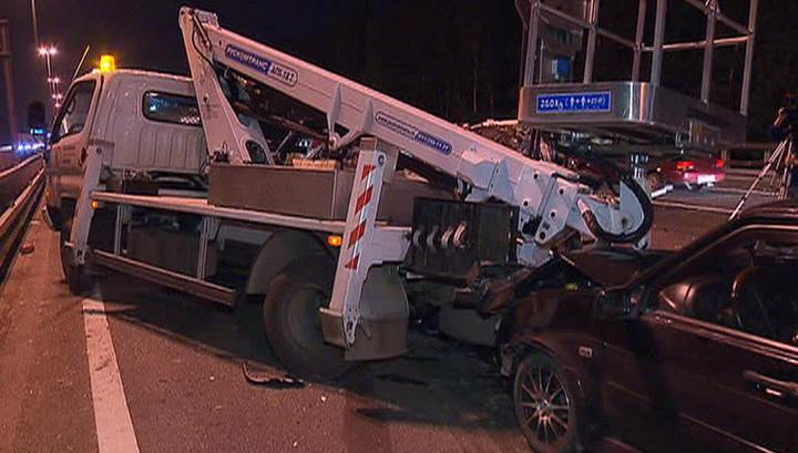 На Киевском шоссе произошло крупное ДТП, в котором три человека погибли и четверо пострадали.