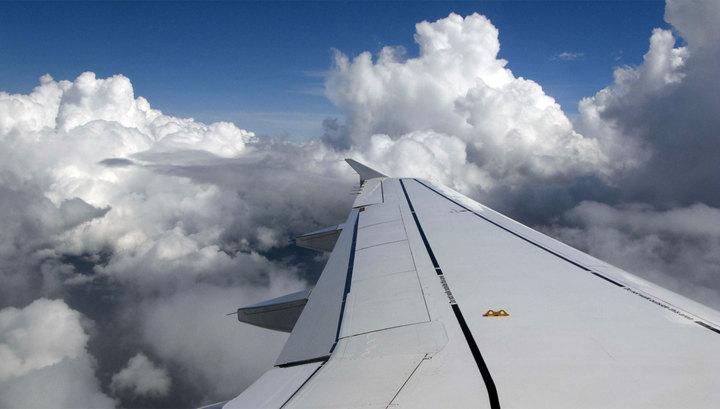Из-за разгерметизации канадский самолет совершил аварийную посадку