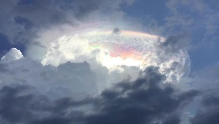 В небе Коста-Рики наблюдали разноцветное светящееся облако