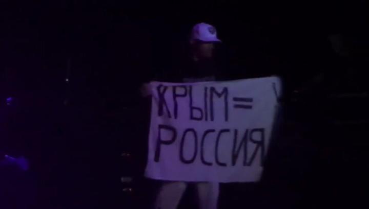 Лидер Limp Bizkit показал фанатам, что Крым - это Россия (видео)