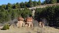 Автор: Красные камни в курортном парке Кисловодска