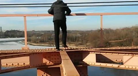 В Подмосковье при покорении моста насмерть разбился 14-летний руфер