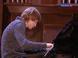 Дмитрий Маслеев дал концерт в Московской консерватории