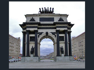 Завершены профилактические работы на Триумфальной арке