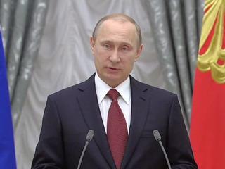 Путин наградил Михалкова и Соломина орденами