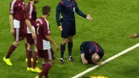 Судья получил травму головы во время матча