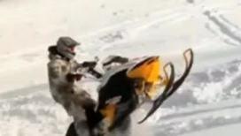Невероятные трюки на снегоходах
