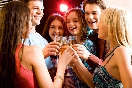 Поздравления в кругу друзей тосты